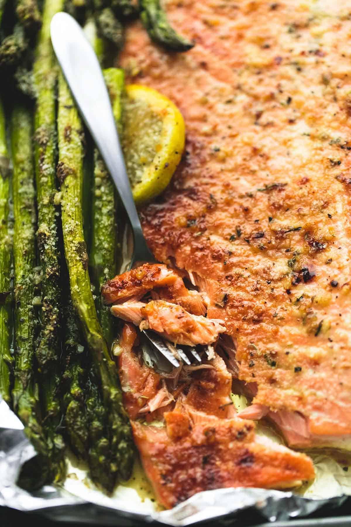 Baked Lemon Parmesan Salmon & Asparagus in Foil | lecremedelacrumb.com | lecremedelacrumb.com