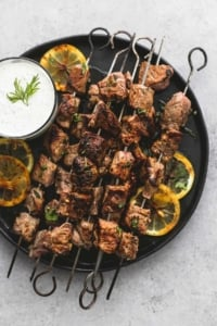 Beef Souvlaki Kebabs with Tzatziki Sauce | lecremedelacrumb.com