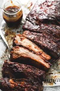 BEST Easy Slow Cooker BBQ Ribs | lecremedelacrumb.com