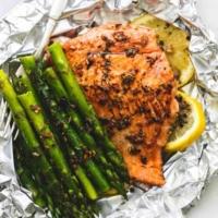 Herb Butter Salmon and Asparagus Foil Packs | lecremedelacrumb.com