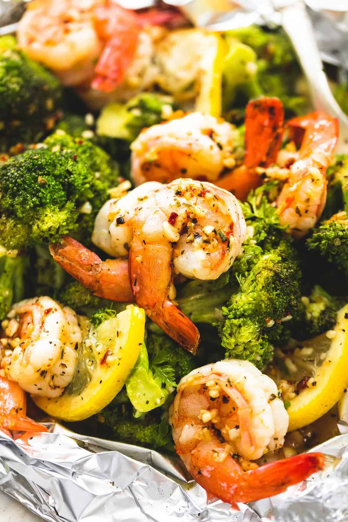 Lemon Herb Shrimp and Broccoli Foil Packs | lecremedelacrumb.com