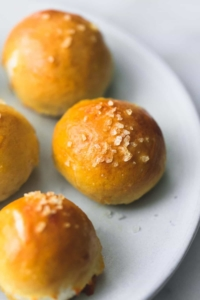 Cheddar Jalapeno Pretzel Bites | lecremedelacrumb.com
