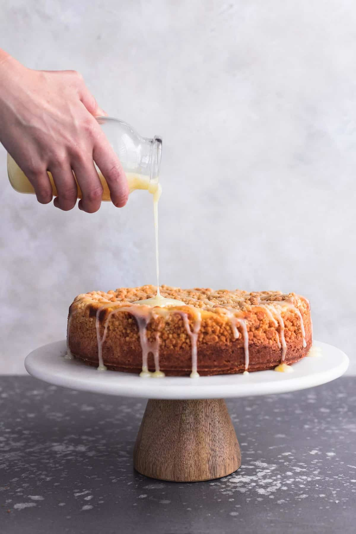 Cream Cheese Lemon Crumb Cake | lecremedelacrumb.com