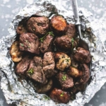 Buttery Garlic Steak and Mushroom Foil Packs | lecremedelacrumb.com