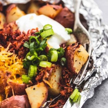 Loaded Potato Foil Packs easy side dish recipe | lecremedelacrumb.com
