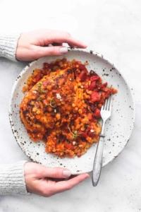 One Pan Greek Sun Dried Tomato Chicken and Lentils recipe | lecremedelacrumb.com