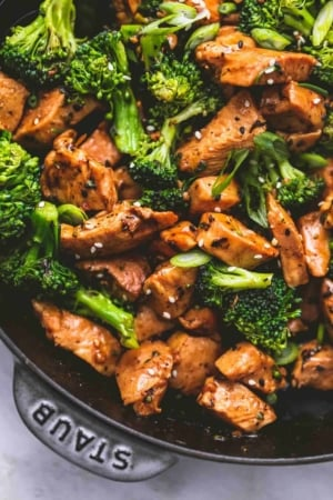 Easy Chicken and Broccoli Stir Fry recipe | lecremedealcrumb.com