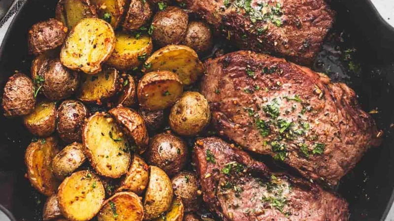 Garlic Butter Steak and Potatoes Skillet recipe | lecremedelacrumb.com