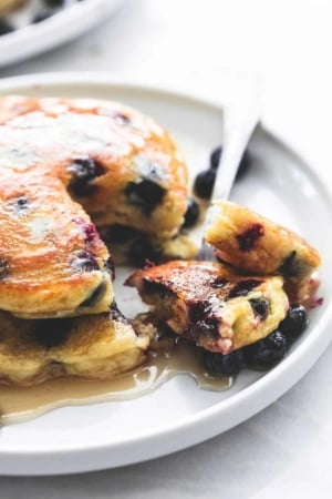 Easy Extra Super Fluffy Blueberry Pancakes Breakfast Brunch Recipe | lecremedelacrumb.com