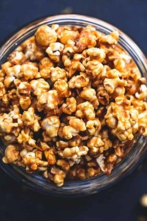 Best Ever Caramel Corn easy recipe   lecremedelacrumb.com