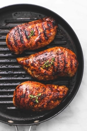 Easy Best Healthy Grilled Chicken recipe | lecremedelacrumb.com