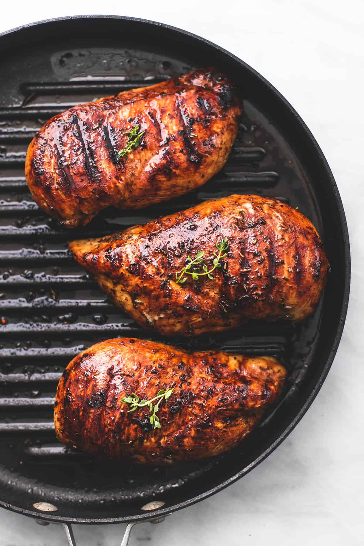 Easy Best Healthy Grilled Chicken recipe | lecremedelacrumb.com