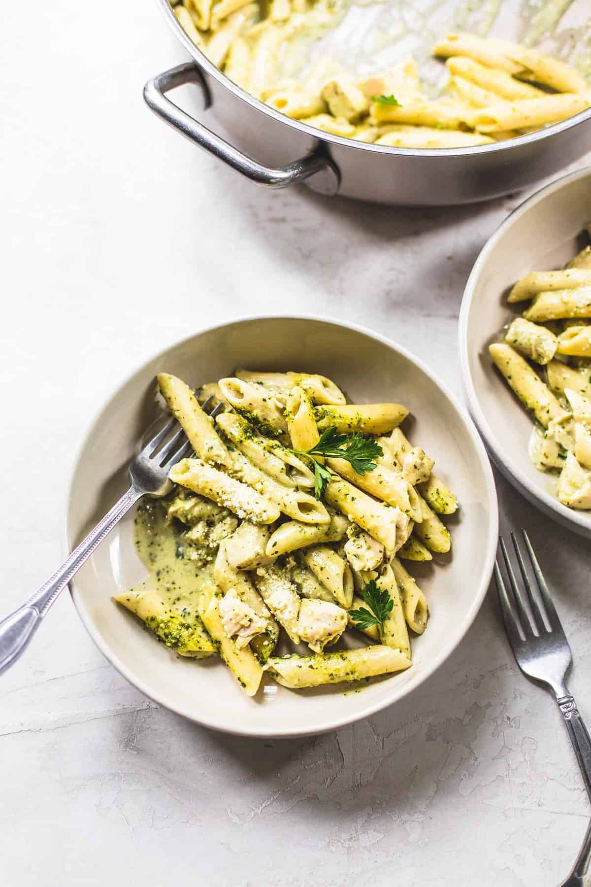 Creamy Pesto Chicken Pasta | lecremedelacrumb.com