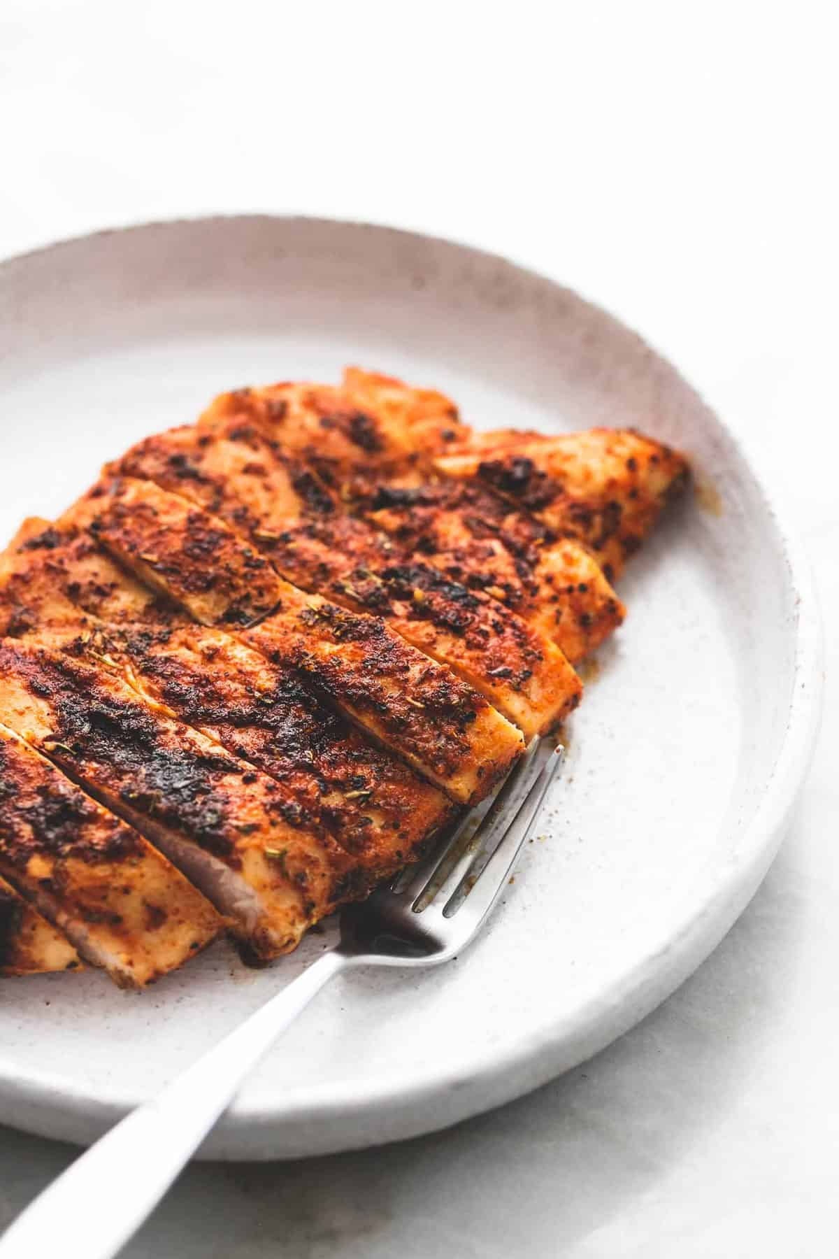 Simple Grilled Chicken Dry Rub easy tasty recipe | lecremedelacrumb.com