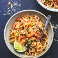 Shrimp Pad Thai with Peanut Sauce easy recipe | lecremedelacrumb.com