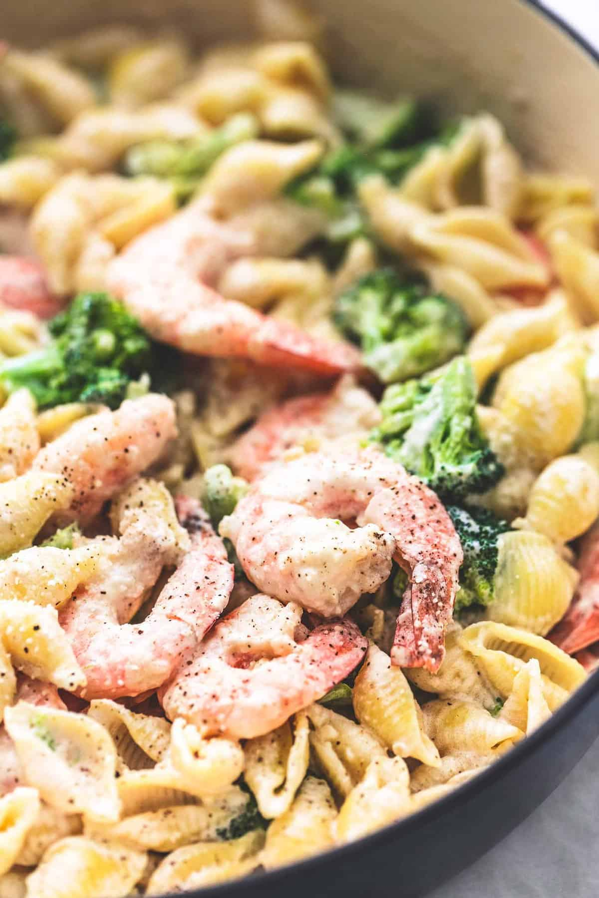 Shrimp and Broccoli Alfredo easy dinner recipe | lecremedelacrumb.com