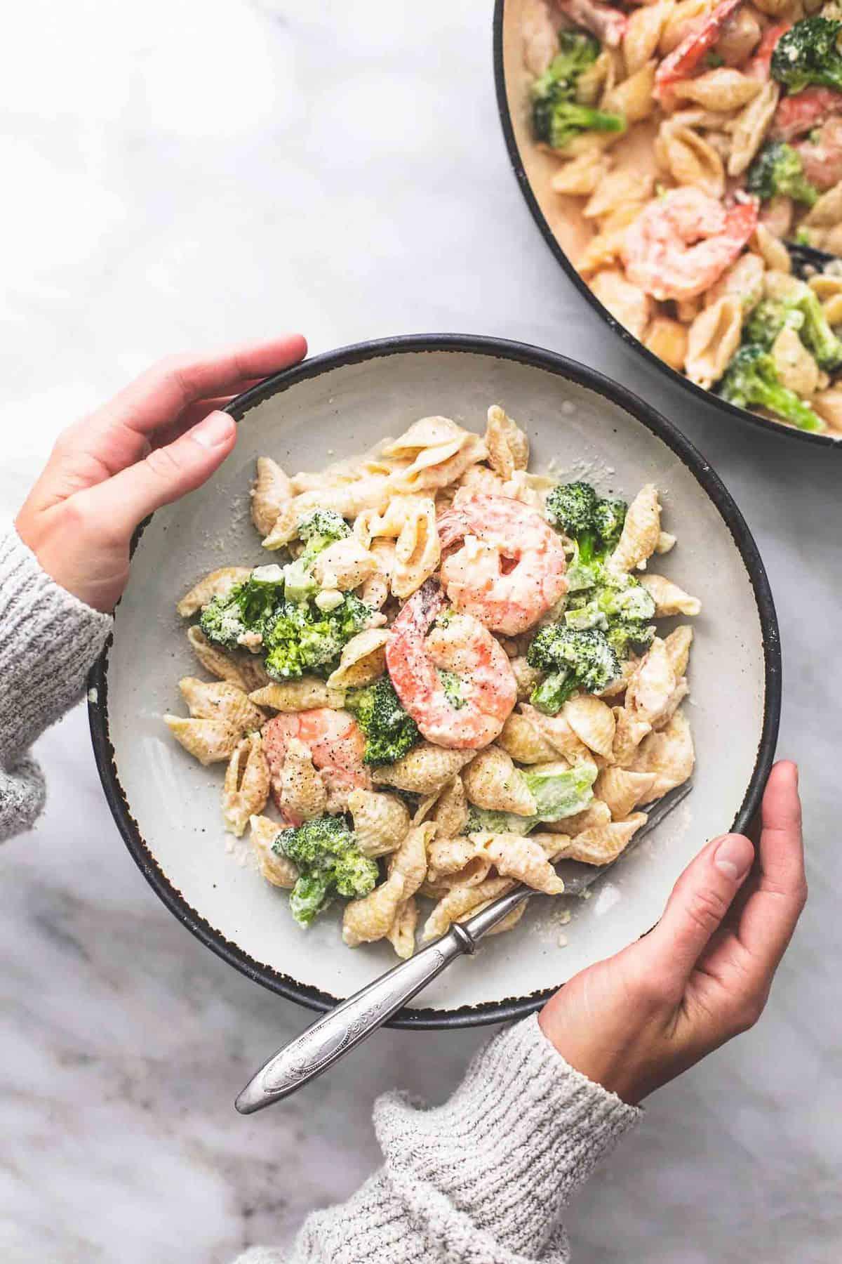 Shrimp and Broccoli Alfredo easy dinner recipe | lecremedelacrumb.com