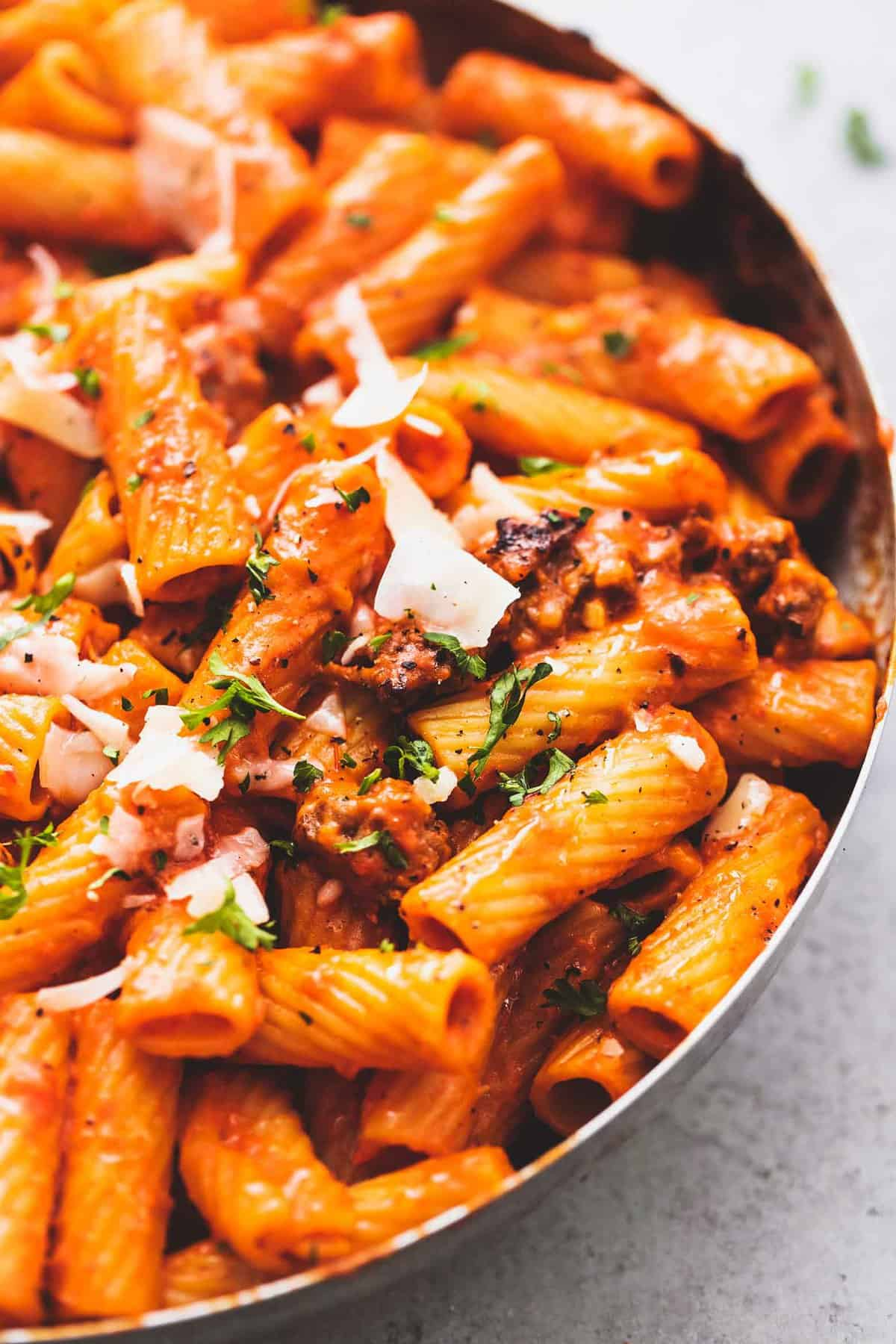 Creamy Red Pepper Pasta easy one pot pasta dinner recipe | lecremedelacrumb.com