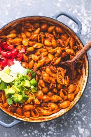 Easy one pot Beefy Enchilada Shells recipe | lecremedelacrumb.com