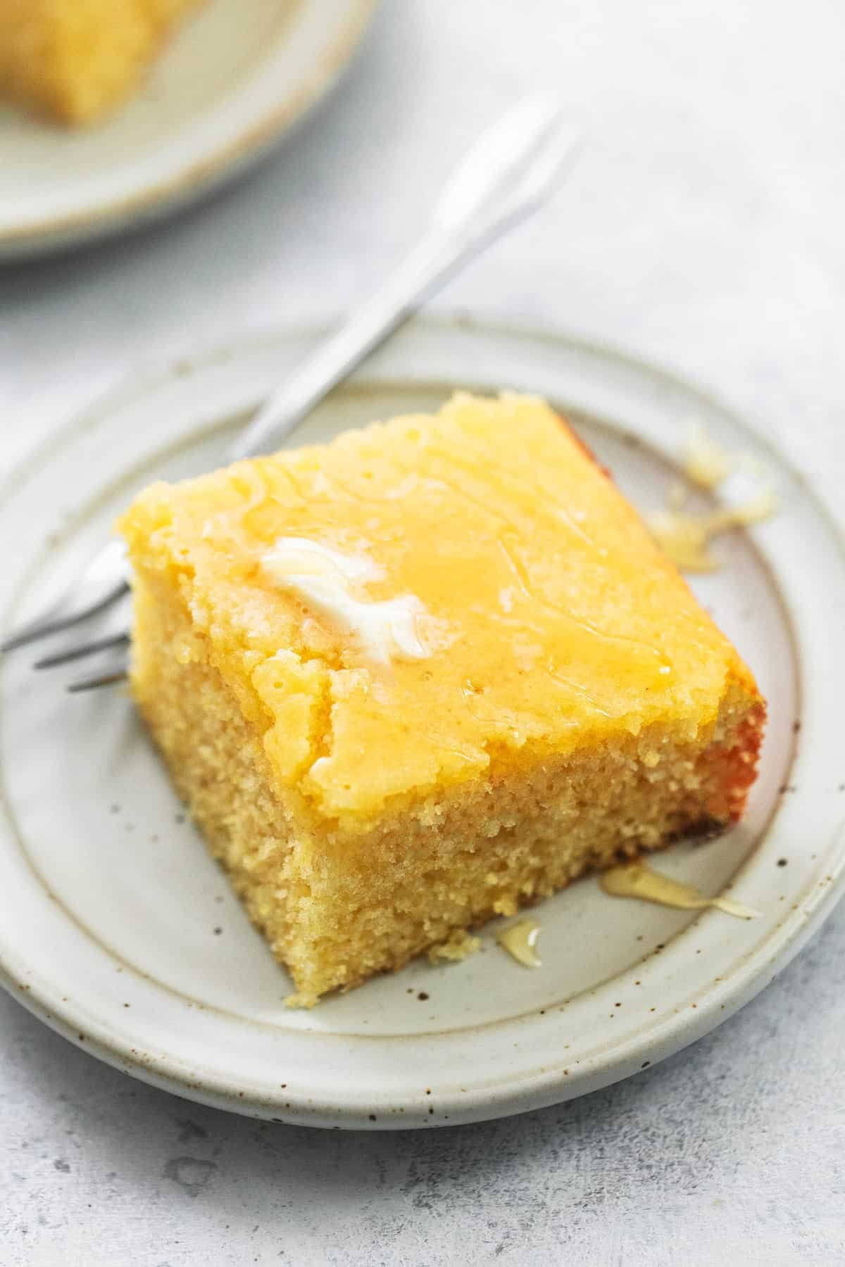 BEST Super Moist Cornbread easy cornbread recipe | lecremedelacrumb.com