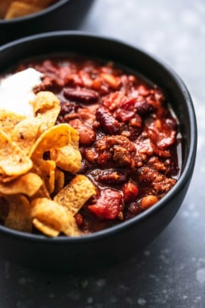 Best ever easy INSTANT POT BEEF CHILI with ground beef, fire roasted tomatoes, and tons of flavor! | lecremedelacrumb.com
