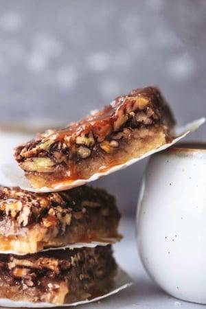 Salted Caramel Pecan Pie Bars easy homemade pie bars recipe   lecremedelacrumb.com