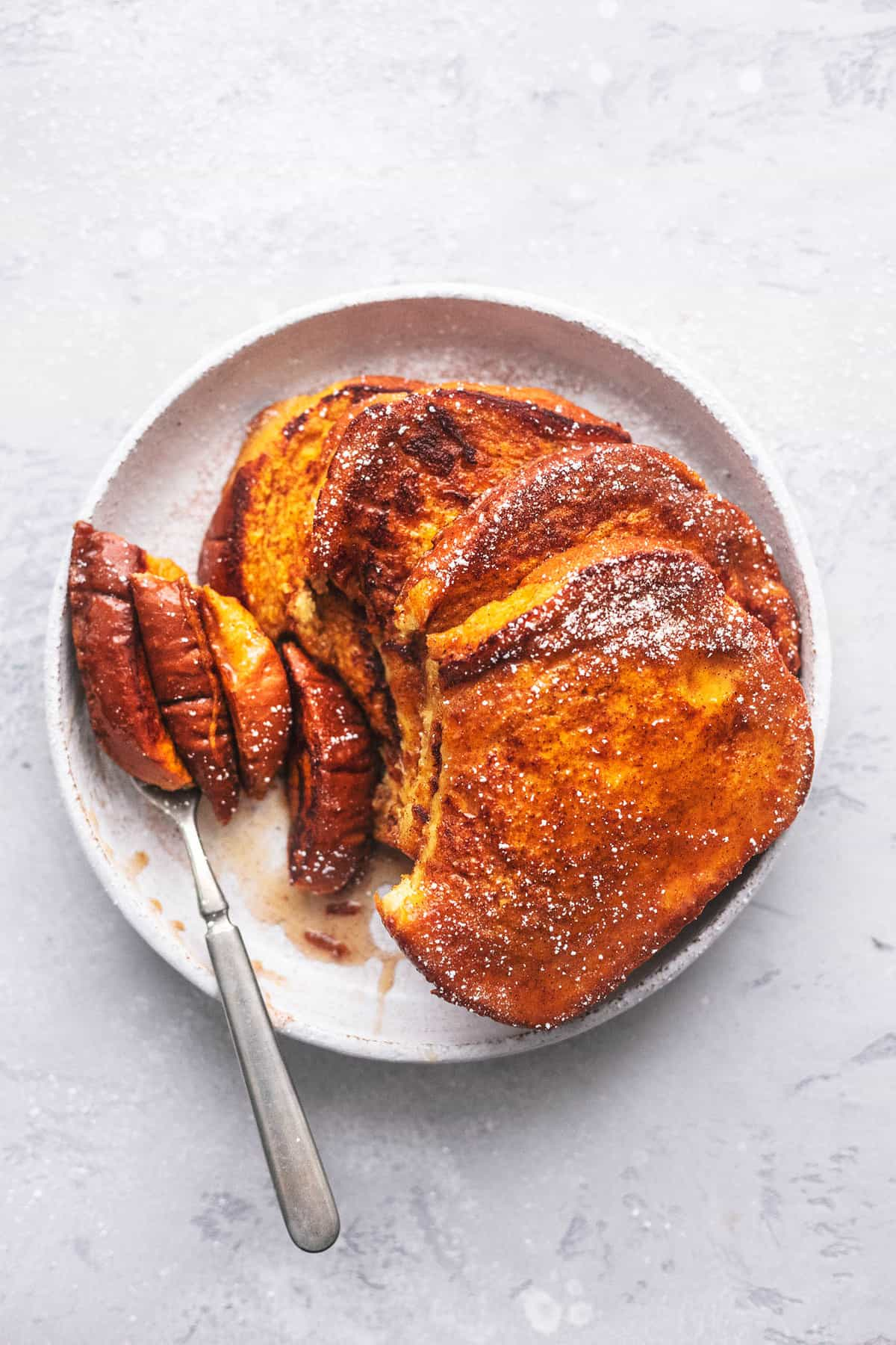 PERFECT Pumpkin French Toast easy breakfast recipe | lecremedelacrumb.com
