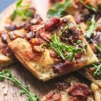 up close bacon flatbread