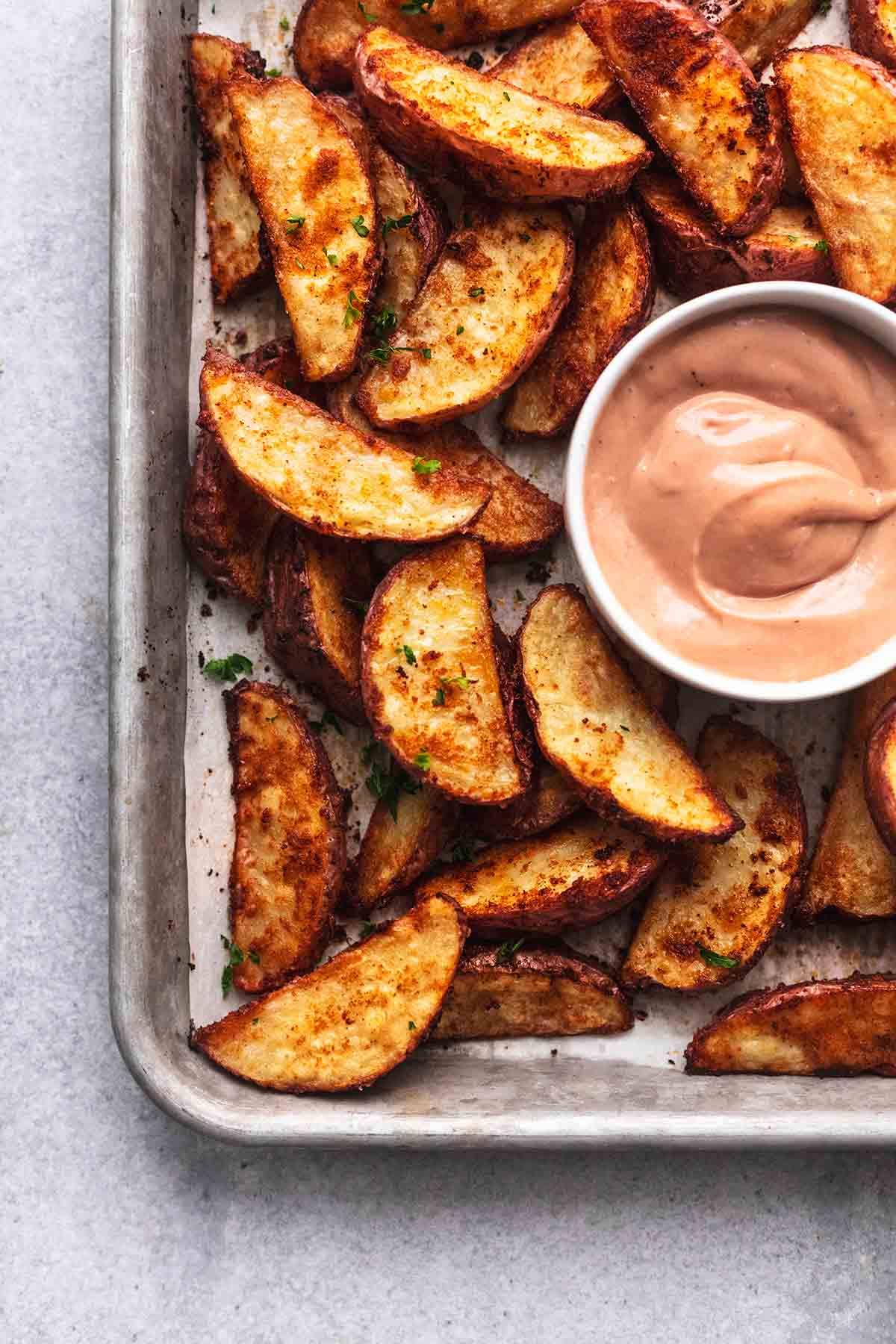 BEST Potato Wedges Recipe easy potato side dish recipe | lecremedelacrumb.com